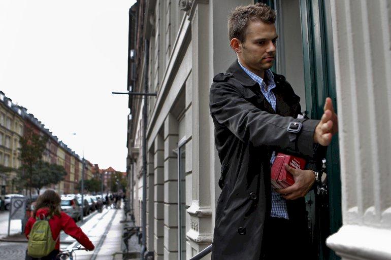 Den er helt gal, når Frederiksberg vil bruge penge fra trafiksikkerhedspulje til dyre parkeringspladser, mener Michael Vindfeldt (S) (billedet). Det kan ikke lade sige gøre på anden måde, så det er prisen, lyder modargumentet fra Simon Aggesen (K). Foto: Polfoto