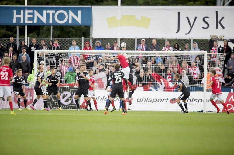 Silkeborg skal have nyt stadion, men flere byrådsmedlemmer mener, at kommunens bidrag til projektet er gået langt over stregen. Foto: Polfoto