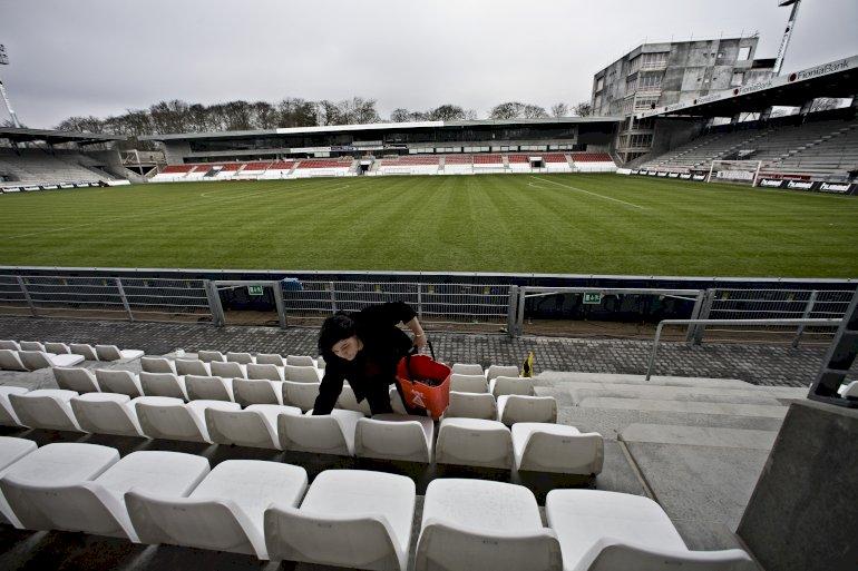Hvis Vejle Boldklub var gået konkurs i sidste uge, havde kommunen stået med et nyt, stort og ubrugeligt stadion – et eksempel på en kommune, der reelt er et gidsel i klubbens økonomi, vurderer Idrættens Analyseinstitut. Foto: Claus Bonnerup, Polfoto