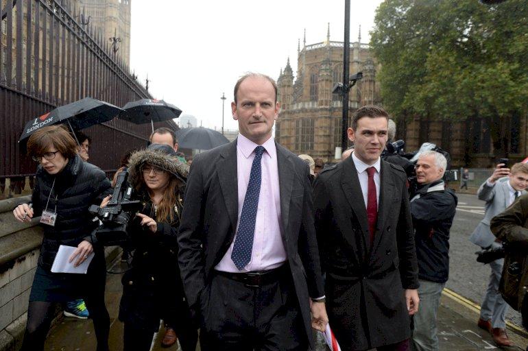 UKIPS's første parlamentsmedlem, Douglas Carswell, ankommer på sin første arbejdsdag til Westminster. UKIP får formentlig ikke den store gennemslagskraft i underhuset, da partiets valgchancer begrænses af det britiske valgsystem.Foto: Polfoto / Andrew Parsons