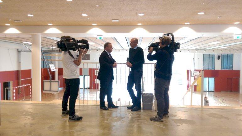 Her ses Lars Løkke i selskab med journalist Ask Rostrup fra DR-magasinet Bag Borgen. Foto: Gunnar Runarsson