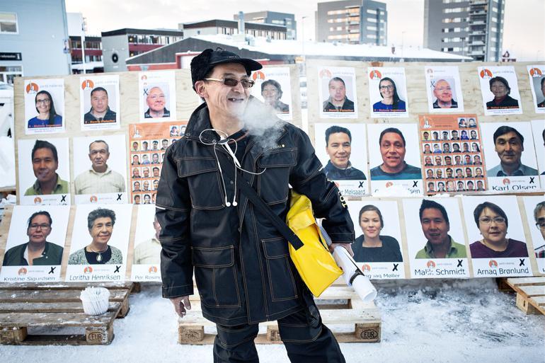 Fra 7.000 kroner til 24.000 kroner. Så meget svinger gennemsnitsindkomsten alt efter, om man bor i den grønlandske udkant eller i storbyen Nuuk – en forskel, der blandt andet er med til at skabe pres for en større udligning.  Foto: Peter Klint / Polfoto