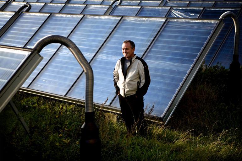 Søren Hermansen, direktør for Samsø Energiakademi, er et af de 'fyrtårne', der har vist vejen for øens omstilling til 100 procent vedvarende energi. Hans indsats på området har også fået opmærksomhed i udlandet og blandt andet ført til en kåring som 'miljøhelt' i Time Magazine. Foto: Tobias Selsnæs Markussen / Polfoto