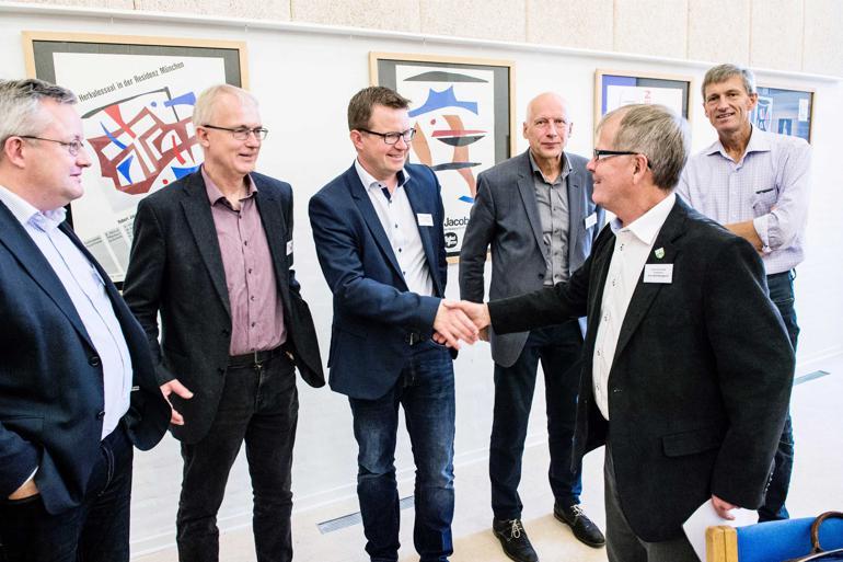 Handlekraft og optimisme. Stemningen var god, da henimod 40 borgmestre og viceborgmestre mødtes tirsdag for at præsentere deres strategi for løft af udkanten. Foto:  Maria Tuxen Hedegaard