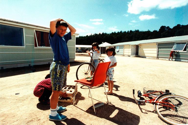 I 90'erne blev der oprettet midlertidige landsbyer til de bosniske flygtninge, og en af dem lå i Ebeltoft. Foto: Viggo Landau / Polfoto