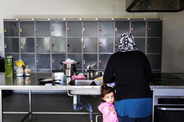 Dagene er trivielle og frustrerende for de flygtninge på asylcentrene, som hverken er i arbejde eller praktikforløb. De oplever det som kun at spise og sove.  Foto: Mads Nissen / Polfoto