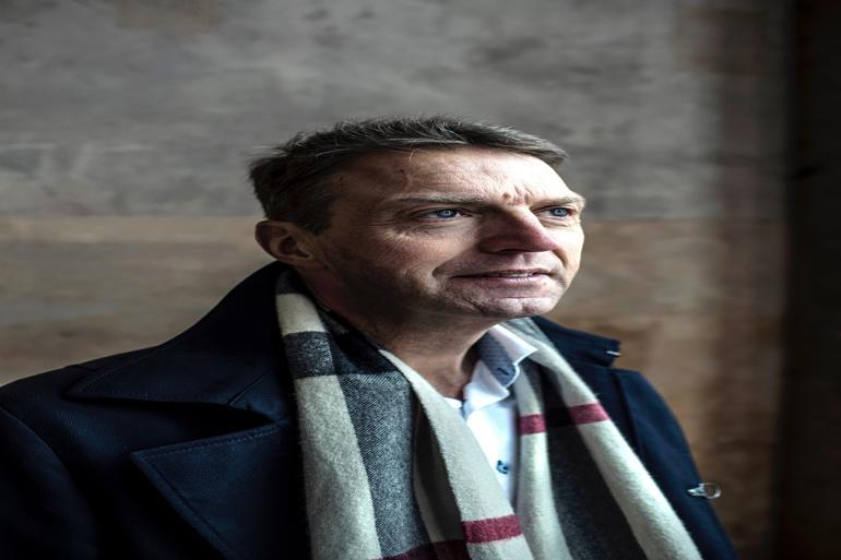Claus Hjortdal faldt allerede i fagforeningsgryden som barn, hvor han hjalp til, når faderen tog mod medlemskontingenter i den lokale afdeling af Dansk Metal. I dag er han formand for Skolelederforeningen, men han har måttet hugge hæle og kloppe tæer undervejs. Foto: Cecile Smetana / Polfoto