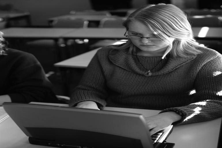 Det er helt afgørende, at de studerende mødes og ikke bare sidder derhjemme foran skærmen, viser de svenske erfaringer. Foto: Kristján Maack / Polfoto