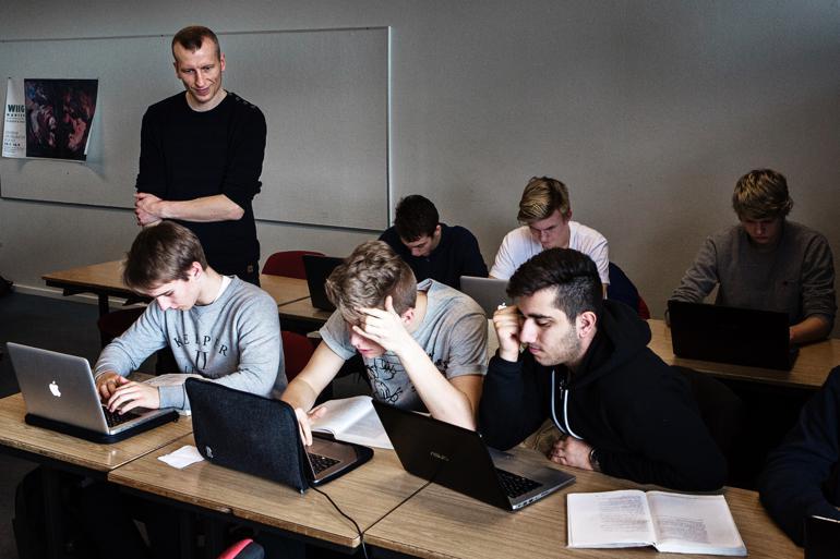 Det er et generelt problem på Lolland. Hvis gymnasiet lukker, får vi en geografisk og social ghetto på Lolland, og vi har brug for at få uddannet alle vore unge, siger Holger Schou Rasmussen (S), borgmester i Lolland.Foto: Janus Engel / Polfoto