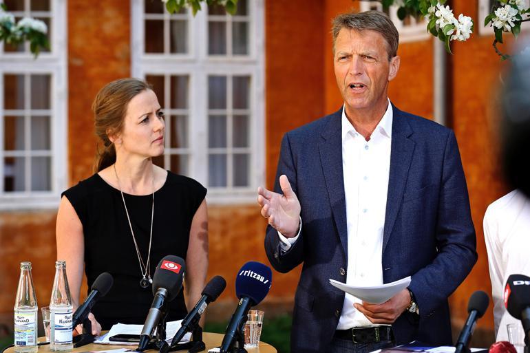 """Formand for Skolelederforeningen Claus Hjortdal (til højre) ønsker at skrive """"inkluderende læringsmiljøer ind i folkeskolens grundlov. Minister for børn, undervisning og ligestilling Ellen Trane Nørby (V) er klar til at bakke op. Foto: Jens Dresling / Polfoto"""