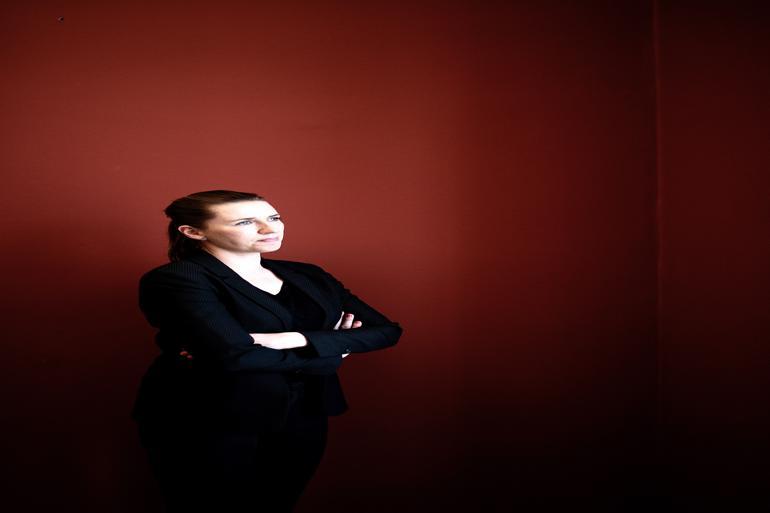 Flygtningedagsordenen har fyldt det meste i Mette Frederiksens første år som partiformand. Hun har navigeret sikkert ud fra sit politiske kompas, men haft svært ved at sætte sit eget aftryk, lyder evalueringen fra en borgmester og DSUs formand. Foto: Joachim Adrian / Polfoto