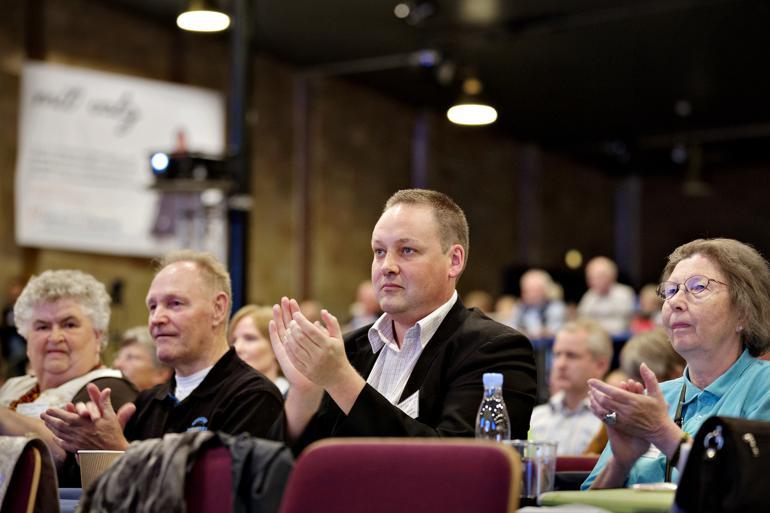 Ved sidste valg brød Mikkel Dencker med det blå valgforbund og solgte sin støtte til S-SF for blandt andet frikadeller i børnehaverne og juletræ på torvet. Foto: Astrid Dalum / Polfoto