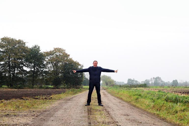Til ventre ligger Danmark – til højre Tyskland. Og her gør grænsekontrol hverken fra eller til.  Thomas Andresen, V-borgmester i Aabenraa Kommune, har gjort sig bemærket med sin kritik af grænsekontrollen og regeringens flygtningepolitik. Som borgmester er han rundet af sin egn, hvor samhandel med andre lande og åbenhed overfor fremmede kulturer historisk har været – og stadig er – afgørende.  Foto: Johan Seidenfaden