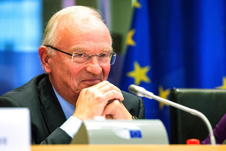 Tilliden til de europæiske institutioner er rekordlav, viser en ny undersøgelse. Hvis den skal op, skal EU blive bedre til at forstå kommunernes virkelighed, sagde Luc Van den Brande blandt andet på regionsudvalgets konference Reflecting on Europe. Foto: Aurore Belot