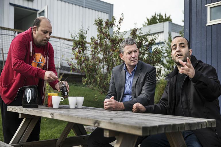 Allerøds afgående borgmester Jørgen Johansen (K), her fotograferet under et besøg hos nogle af kommunens flygtninge.