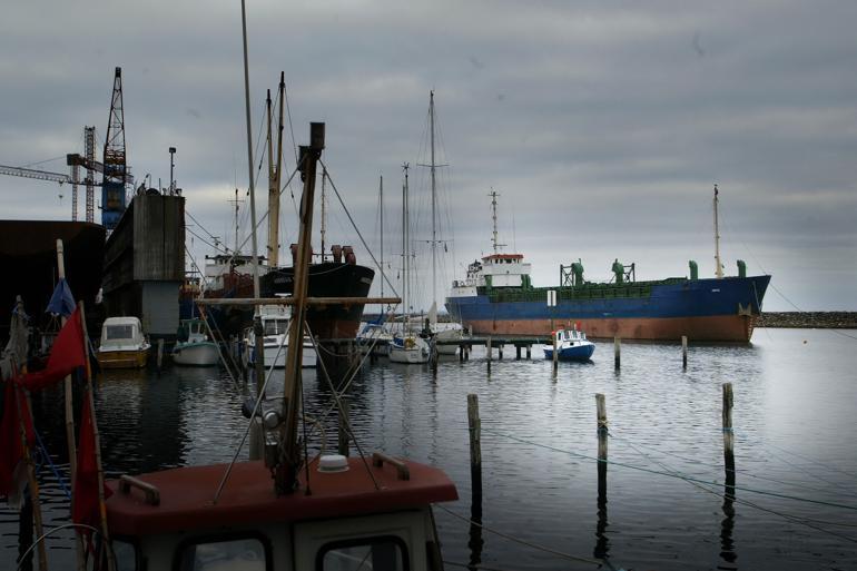 Ærø er en af de kommuner, hvor vælgerne stemmer mest forskelligt. Ærøskøbing har historisk set været administrationsbyen, og her står Venstre stærkt. Marstal har altid været kendt som skipperbyen, og her dominerer Det Konservative Folkeparti.