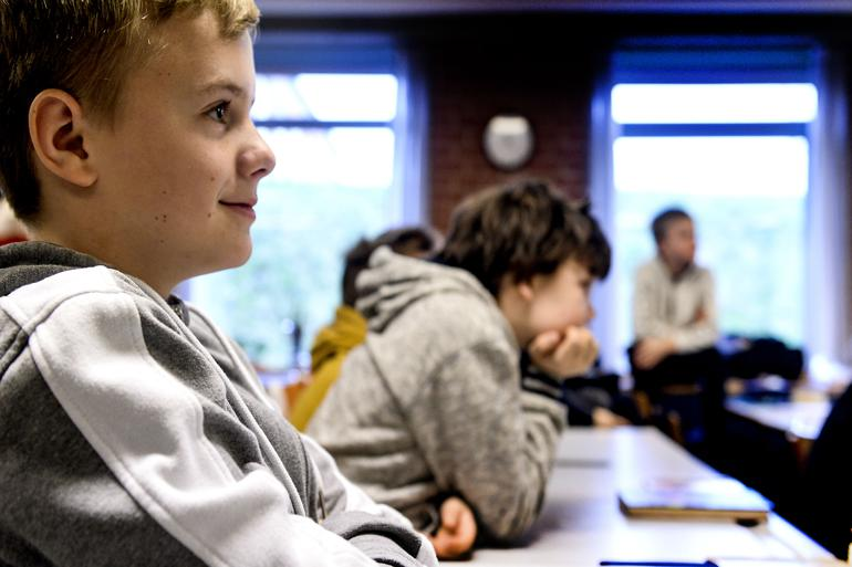 Selv blandt de, der får samme karaktergennemsnit i gymnasiet, er der en tæt sammenhæng mellem eget uddannelsesniveau og forældres uddannelsesniveau.