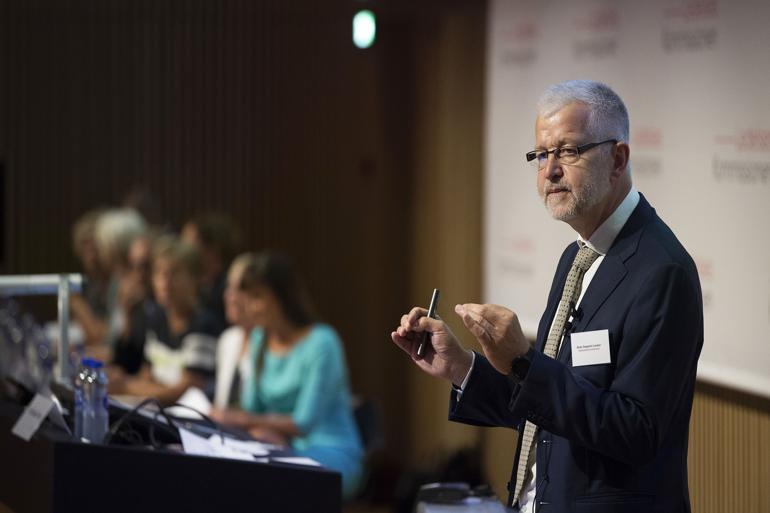 Formanden for Ledelseskommissionen, Allan Søgaard Larsen, præsenterede tirsdag kommissionens 28 anbefalinger til bedre offentlig ledelse.