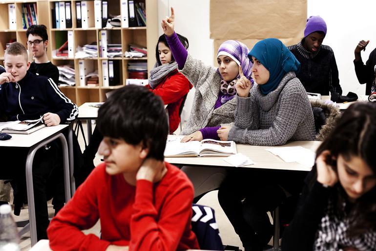 Omkring 40 pct. af indbyggerne i Ishøj er indvandrere eller efterkommere af indvandrere. Strandgårdskolen er den skole i kommunen, som har den største andel af tosprogede elever.