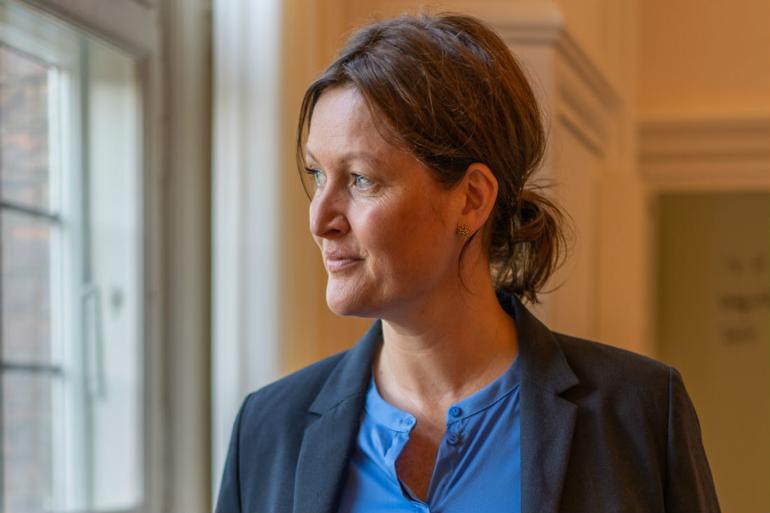 Mette Touborg vil have medarbejdere på alle niveauer til at interessere sig for politikernes intentioner.