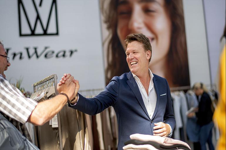 Kommunaldirektør fik modedirektør som praktikant