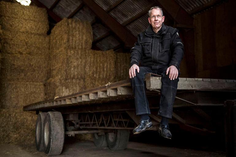 Martin Merrild har været formand for Landbrug & Fødevarer siden 2010. Han var borgmester i Struer Kommune fra 2006 til 2009 for Venstre. Her ses han på sin gård i Hjerm nær Struer. Martin Merrild mener, at: - Alle parter må være interesseret i en konstruktiv dialog. Men det skal bygge på saglighed og ikke løse påstande om et erhverv, der ikke er underlagt regulering.