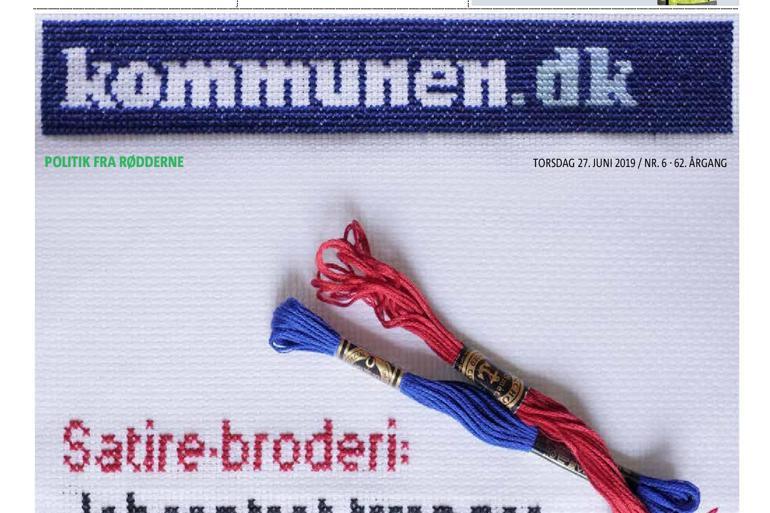Tidligere redaktionschef Anni Kristensen brugte aftnerne op til avisdeadlinen på at brodere korssting med Kommunen.dks logo. Se hele forsiden længere nede i artiklen.