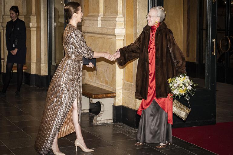 Statsminister Mette Frederiksen (S) og dronningen var blandt hovedpersonerne, da Genforeningen 2020 blev skudt i gang i januar med en gallaforestilling i Det Kongelige Teater. Kulminationen må dog vente til sommeren 2021.