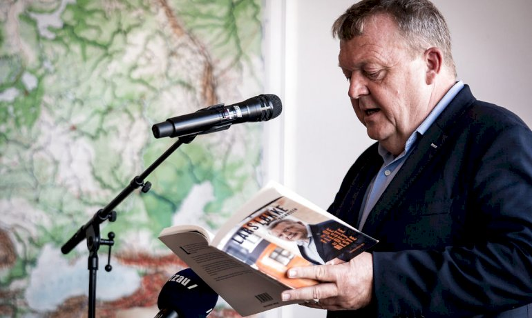 Det lykkes for Løkke at fremstå som den bedste udgave af det menneske, vi kender fra medierne, skriver Jørgen Bartholdy i sin anmeldelse.
