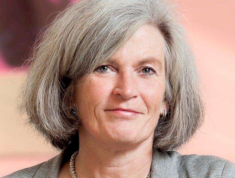 En ny form for dialog er nødvendig, hvis chefer og andre beslutningstagere skal tage stilling til deres eget misbrug, siger Anette Søgaard Nielsen, professor WSO ved Enheden for Klinisk Alkoholforskning under Psykiatrisk Forskningsenhed på Syddansk Universitet.