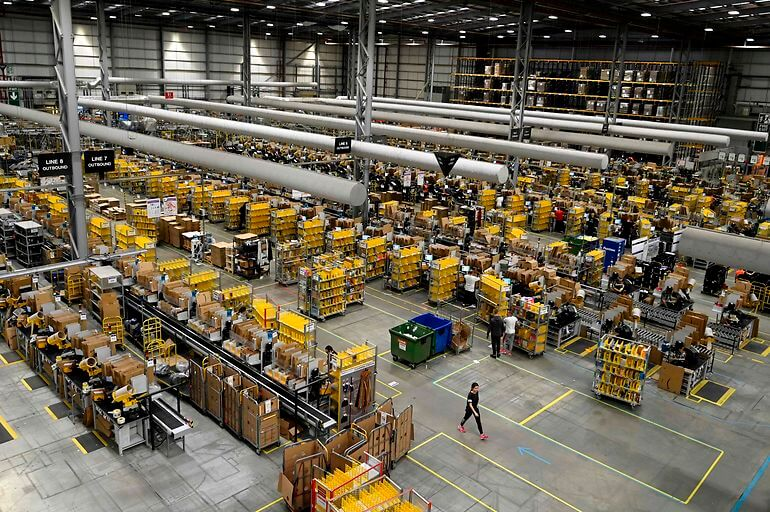 Amazon lover ofte mange arbejdspladser, når de indtager et nyt land - ofte med enorme distributionscentre som Amazon Fulfilment Centre i Peterborough i det østlige England, hvor koncernen har lovet 7.000 nye job.