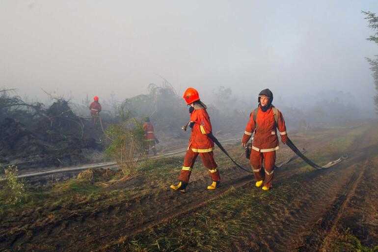 Det er nødvendigt at gøre op med forestillingen om, at en brandmand er en mand, for at få flere kvinder ind i beredskabet, mener både Danske Beredskaber og forsvarsminister Trine Bramsen.