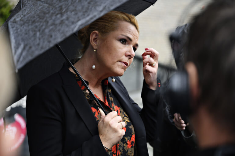 Tidligere udlændinge- og integrationsminister Inger Støjberg (V) kom et stort skridt tættere på en rigsret tirsdag. Efter fem år med samråd, ombudsmandsundersøgelse og en dybdegående kommissionsundersøgelse mener flere partier nu, at ministeren skal stå juridisk til ansvar for adskillelsen af asylpar i 2016.