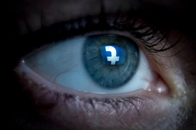 Reglerne er uklare, når kommunerne lurer med på Facebook