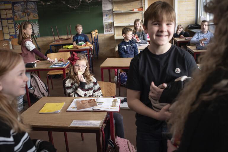 Utålmodige partier kræver børn i skole