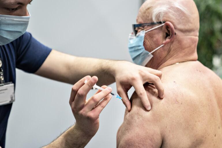 Ældre og dyr medicin dræner sundhedsvæsnet